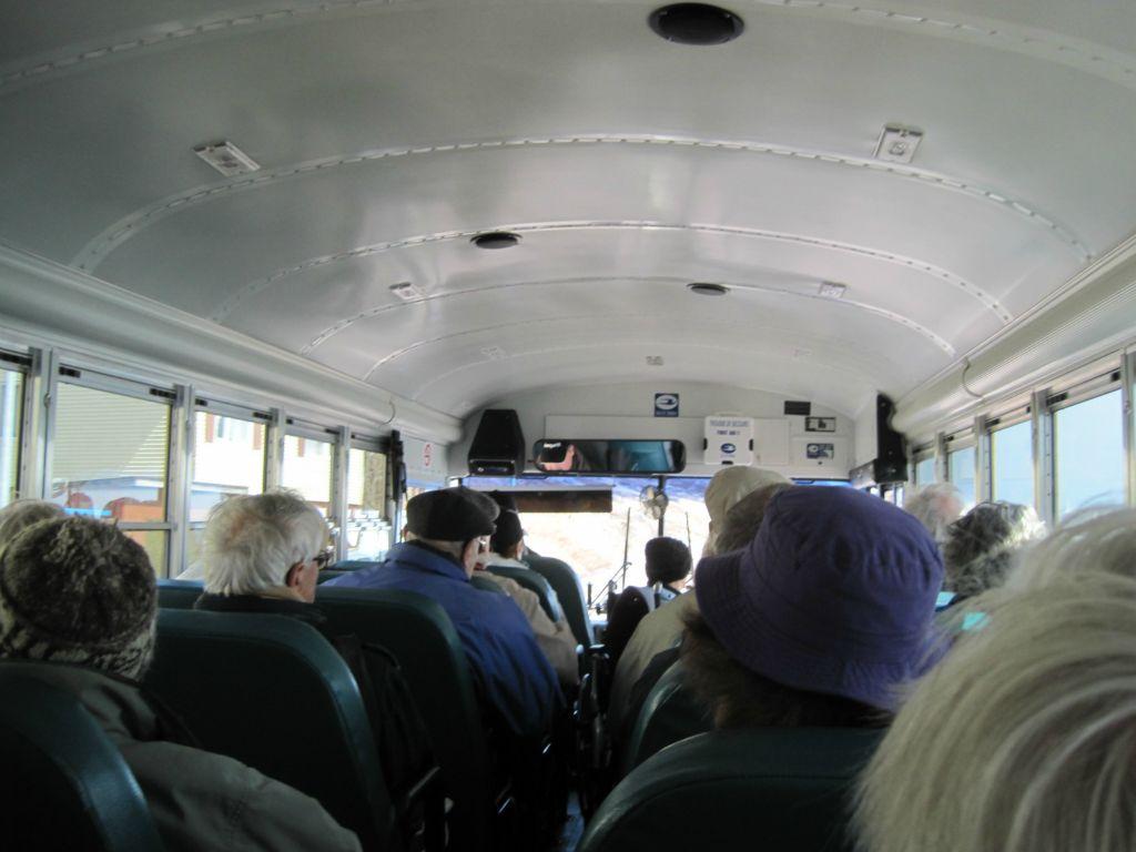 http://www.arvi.fr/Nos_voyages/Ameriques/Croisiere/Parcours-7/360-St%20Pierre/images/5111-St_Pierre_navette_schoolbus.JPG